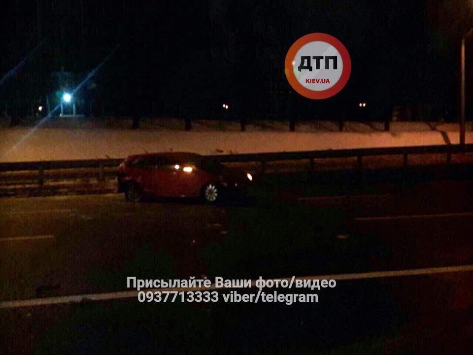 Серьезное ДТП в Киеве: пьяный водитель не справился с управлением и врезался в автомобили (фото)