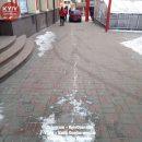 В Киеве нетрезвый водитель снес бетонную полусферу (Фото)