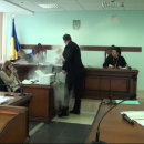 В Киеве засыпали мукой коллегию судей в Апелляционном суде (Видео)