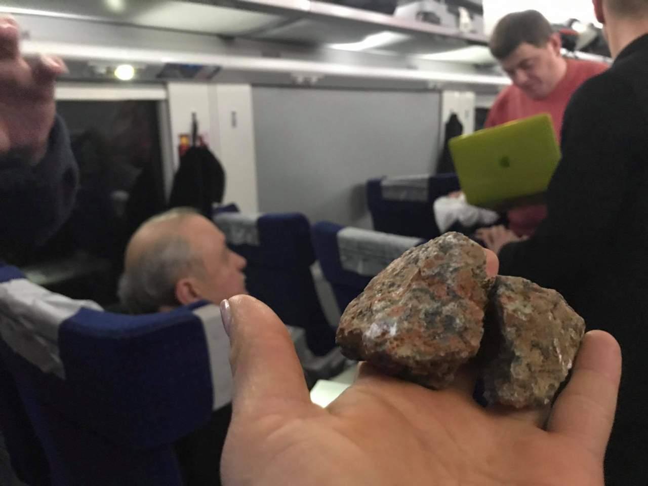 Руслана Лыжичко едва не пострадала от хулигана, который разбил окно поезда (Фото)