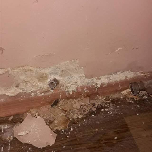 В харьковской многоэтажке неизвестные похитили счетчик на воду (фото)