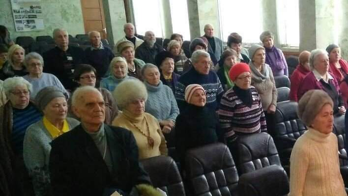 В Днепре радикалы заблокировали 65 пожилых людей и сорвали мероприятие по случаю 74-й годовщины  освобождения Ленинграда