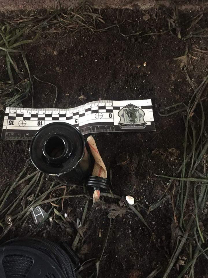 В Виннице вблизи торгового центра оставили подозрительный предмет (фото)