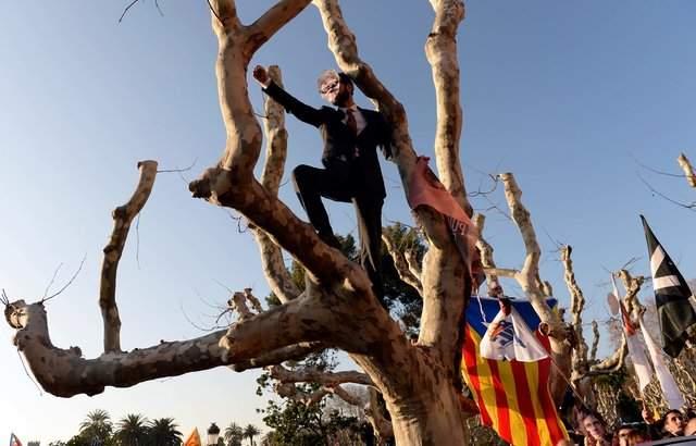В Барселоне сторонники независимости Каталонии вышли на масштабную акцию (фото)
