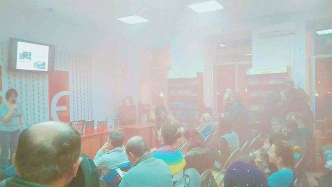 Во Львове во время лекции о Холокосте в магазин бросили дымовую шашку (фото)