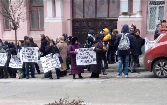 Саакашвили заявил, что под его домом партия БПП устраивает проплаченные митинги
