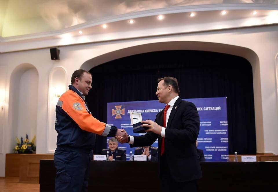 Ляшко посетил ежегодный отчет ГСЧС и поблагодарил спасателей за работу (Фото)