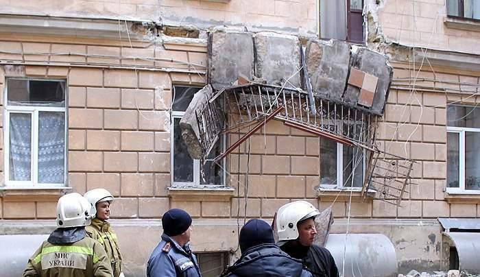 """В Одессе в многоэтажном жилом доме """"оторвался"""" балкон (фото)"""