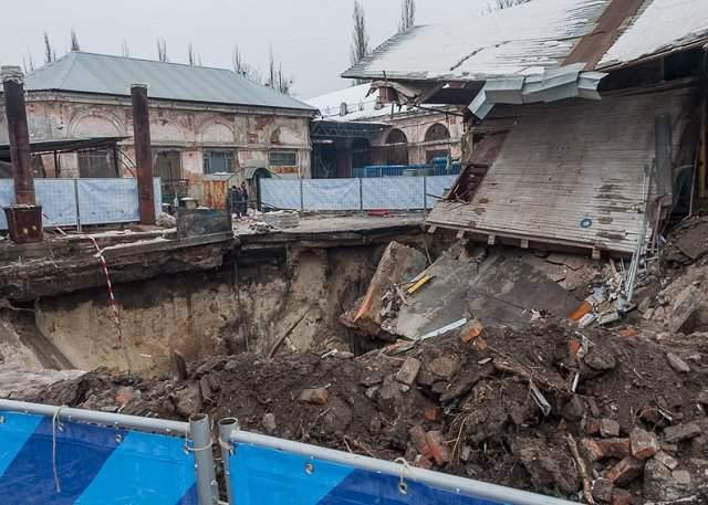 В Харькове в канализационный коллектор провалилось здание (видео)