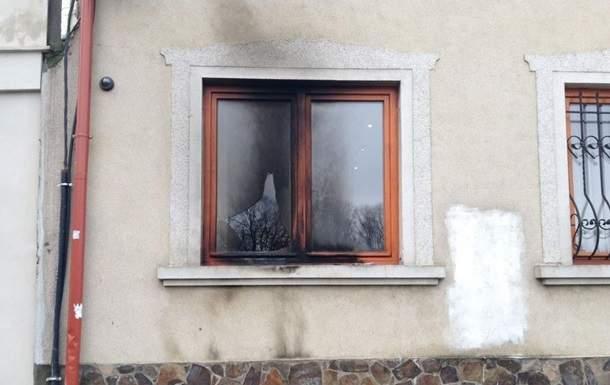 В Ужгороде  в здание союза венгров бросили