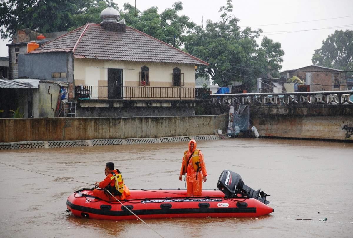 В Индонезии ураган повредил более 150 домов. Есть погибшие