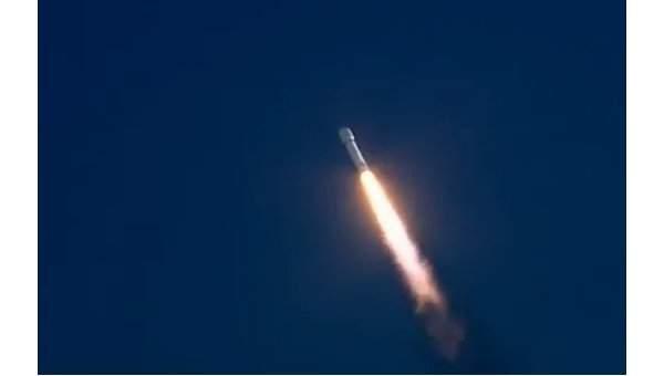 Ракета-носитель Falcon Heavy стартовала с мыса Канаверал в первый испытательный полет (видео)