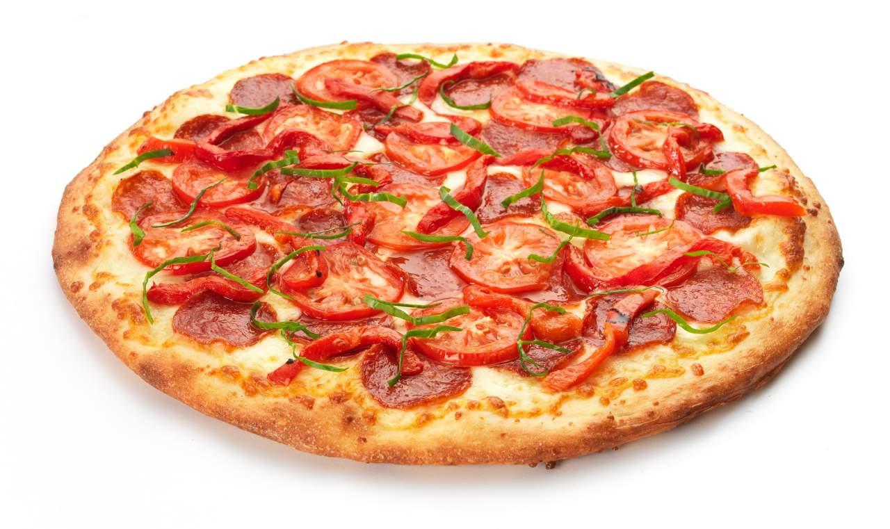 Во Львове 5 человек  отравились пиццей