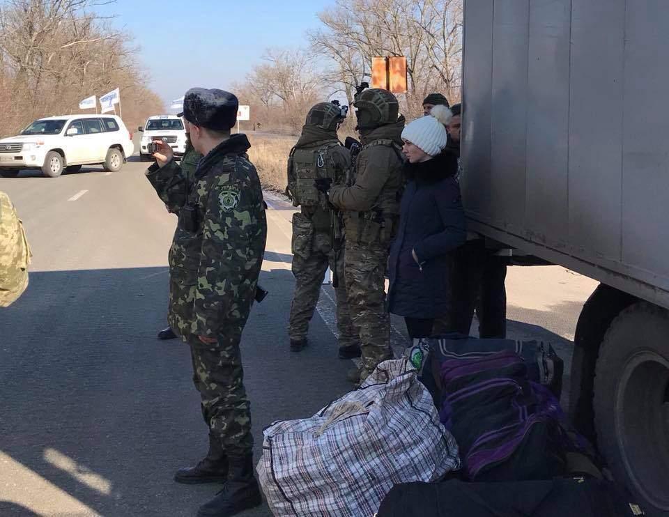 В Украину из ДНР вернули 20 заключенных (Фото)