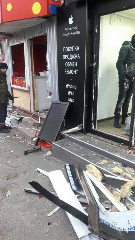На столичном Радиорынке снесли киоски (Видео)