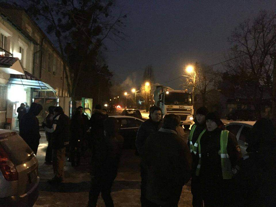 Киевляне протестуют против незаконной стройки (Фото)