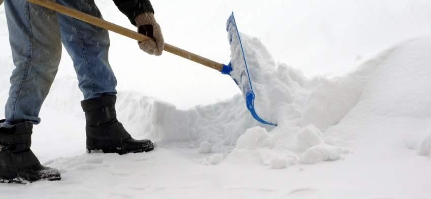 Закрыли школы и отметили авиарейсы: на США обрушилась снежная буря