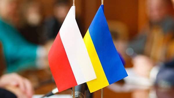 В Польше надеются на мирное урегулирование спора с Украиной