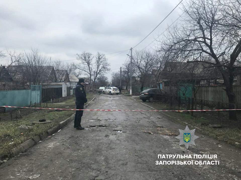 В Запорожье пьяный мужчина угрожал прохожим взорвать гранату (фото)