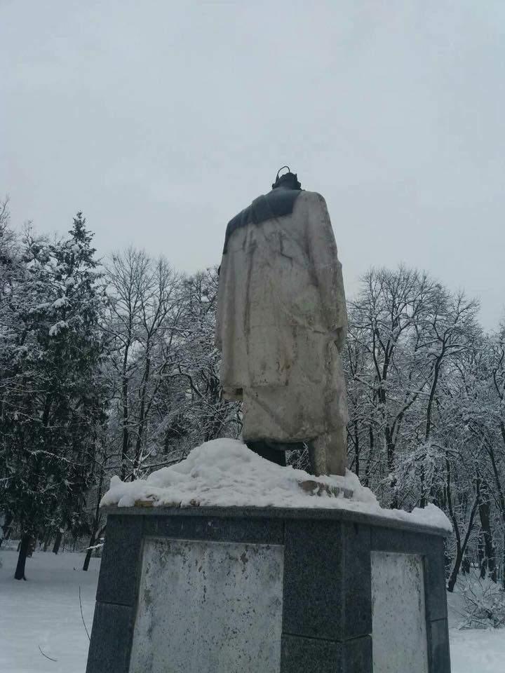 Во Львовской области вандалы разрушили памятник Тарасу Шевченко (фото)