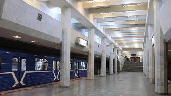 В Харькове женщина упала под прибывающий состав в метро