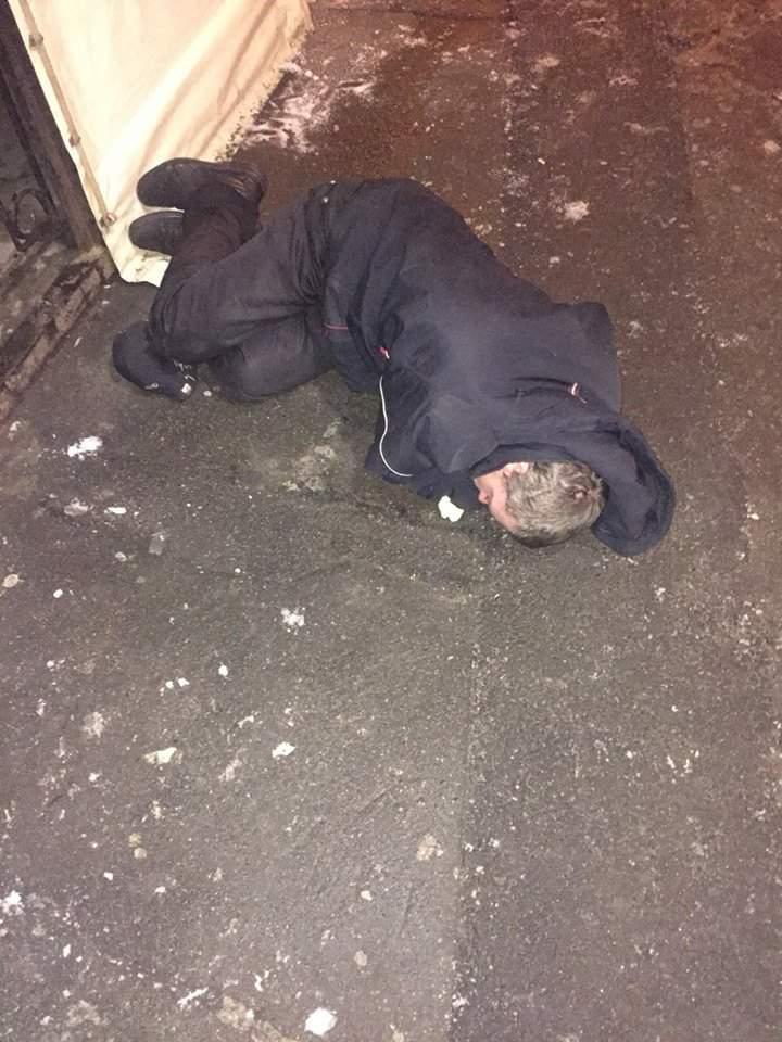 В столице у пьяных родителей патрульные на улице забрали маленького ребенка (Фото)