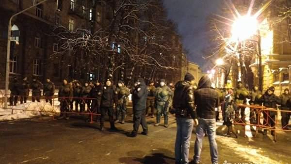 Сторонники Саакашвили принесли под АП автомобильные покрышки