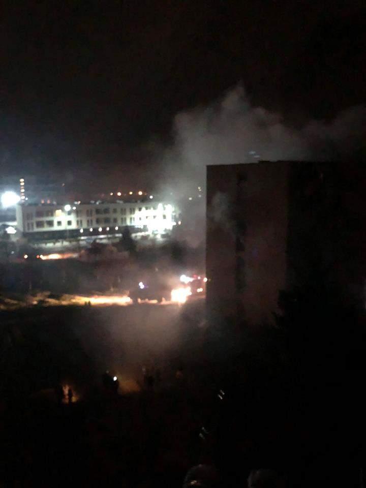 В Ужгороде разгорелся масштабный пожар в одном из общежитий (Видео)