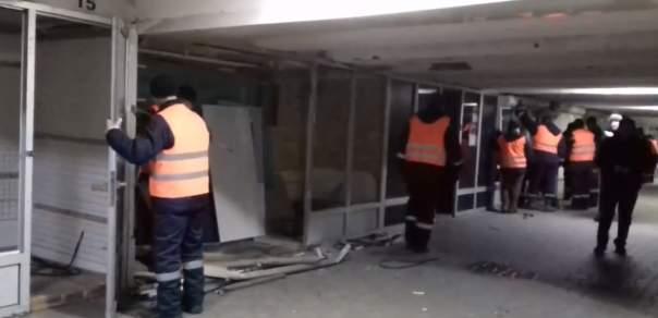 В центре Киеве разбирают МАФы (Видео)
