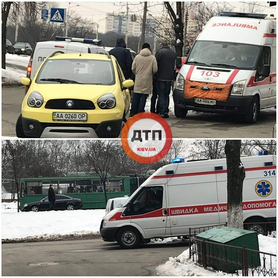 В Киеве на тротуаре упала и умерла женщина