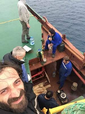 Вблизи Крита украинцы застряли на обесточенном судне без продуктов (видео)