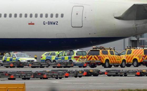 В аэропорту Хитроу в Лондоне два самолета врезались друг в друга (фото)