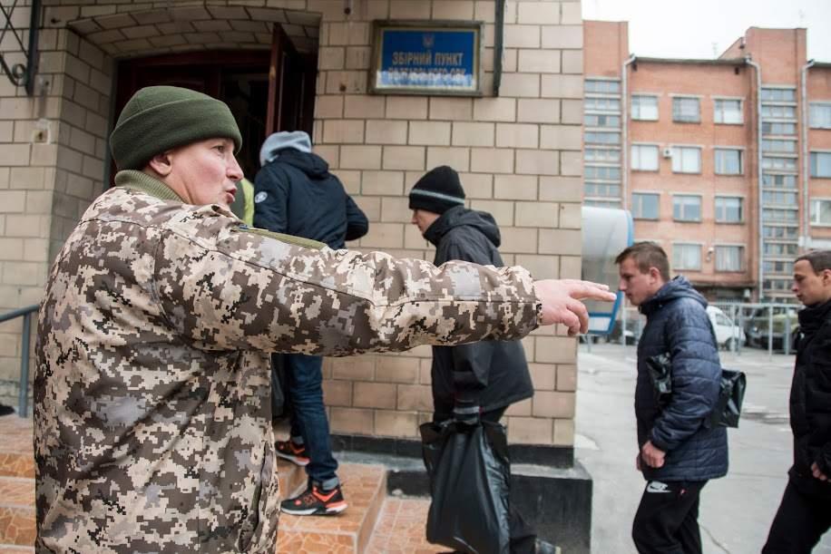Мэр Киева заявил, что на столичных предприятиях будут искать уклонистов от призыва в армию