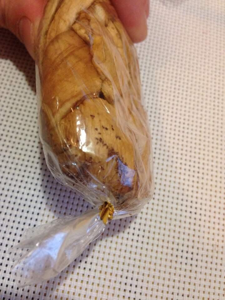 В харьковском супермаркете реализуют сухофрукты с личинками (фото)
