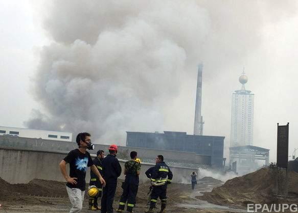 На юге Китая на заводе по переработке отходов вспыхнул пожар (фото)