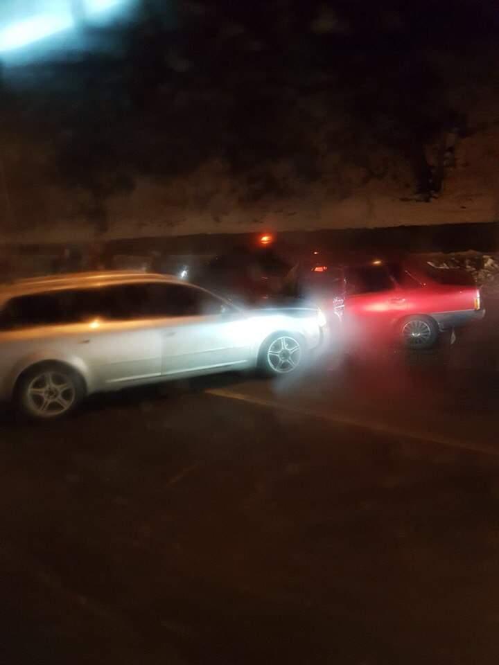 Во Львове произошло пьяное ДТП: одного из водителей зажало в автомобиле (фото)
