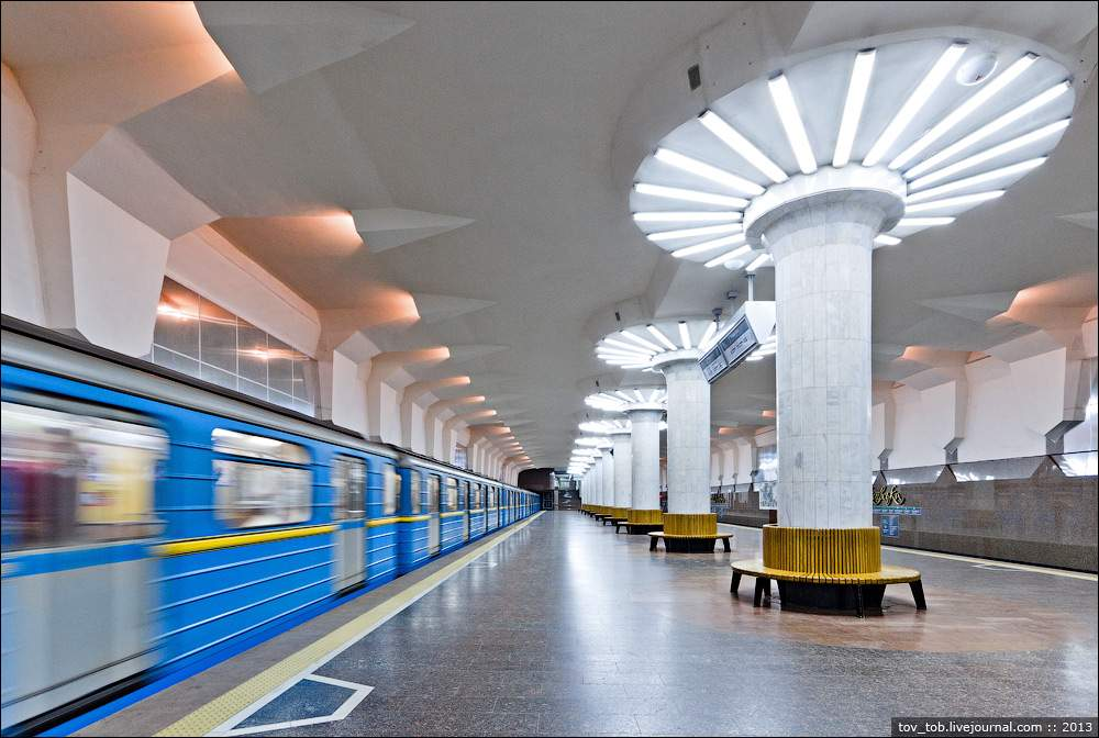 ЧП в метрополитене Харькова: девятилетний мальчик упал на рельсы