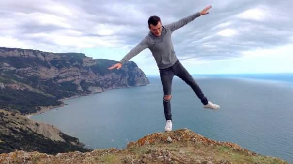 В Тайланде турист сорвался со скал в попытке сделать удачное фото