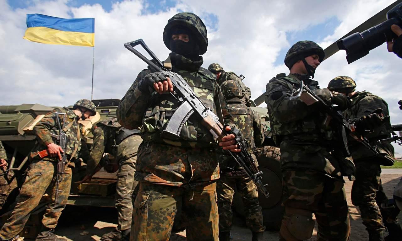 В зоне АТО погиб украинский военный, двое ранены