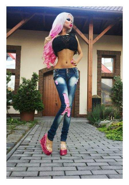 В Чехии девушка превратила себя в Барби