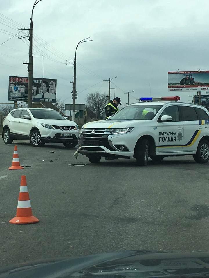 В Херсоне патрульная полиция не уступила дорогу водителю, в результате произошло ДТП (фото)