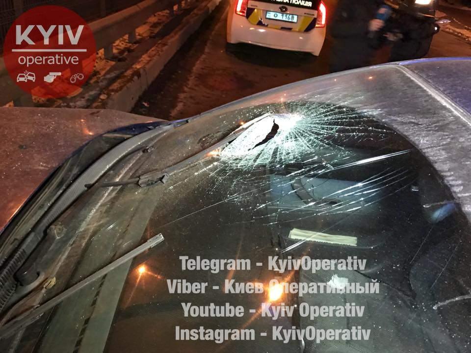 ДТП в столице: пассажир головой разбил лобовое стекло (Видео)