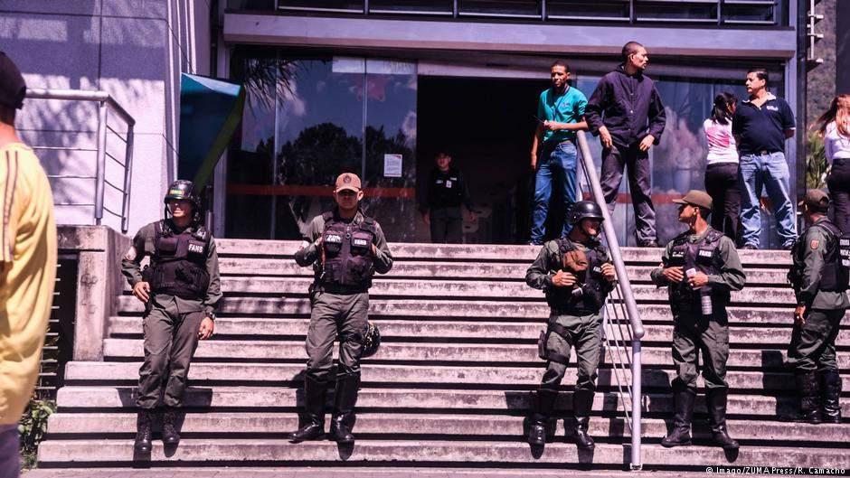 В Венесуэле на подстанции произошел взрыв: были обесточены 8 штатов