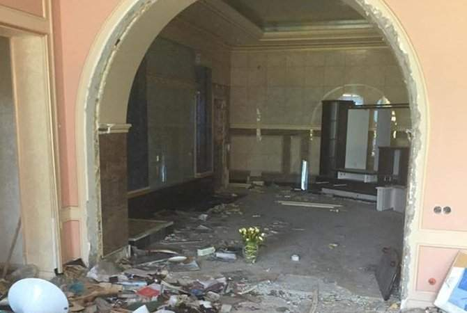 Особняк Виктора Пшонки разграбили и разрушили вандалы (Фото)