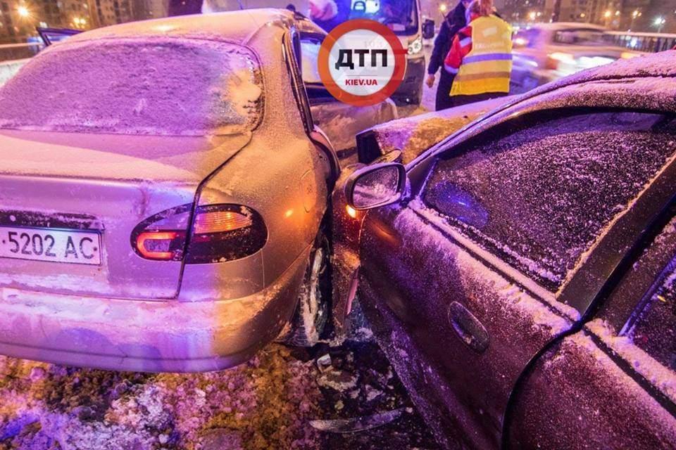 В Киеве столкнулись два автомобиля