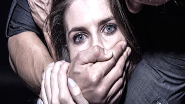 Во Львове девушке подсыпали наркотики, а затем изнасиловали