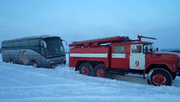 В Киевской области спасатели освободили автобус из