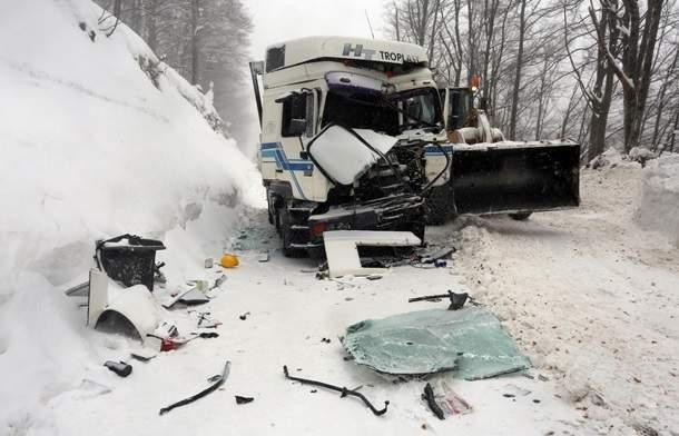 В Хорватии жертвами ДТП на заснеженной трассе стали 14 человек (фото)