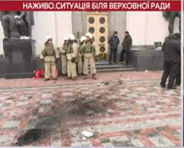 Все подробности столкновения между нацгвардией и активистами палаточного городка под Верховной Радой (Видео, фото)