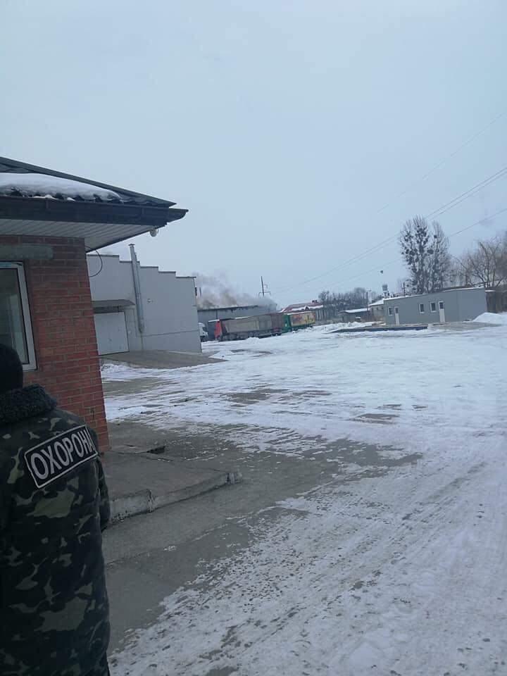 Во Львове загорелись складские помещения (видео)